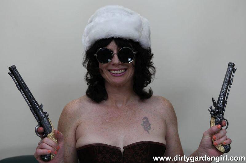 DirtyGardenGirl.com: Steam style [HD] (249 MB)