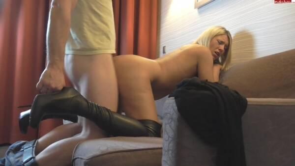 Amauter : MDH : Deutsche Blondine uberrascht ihren Freund nackt mit hei?en Stiefeln