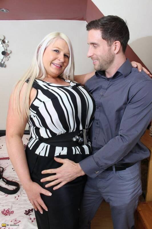 Mature.nl - Sammy (EU) (46) - British big breasted housewife fucking and sucking [SD, 540p]