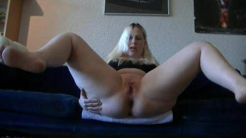 Scat [Germany Scat - Candy-so I love to poop it and piss - Solo] FullHD, 1080p)