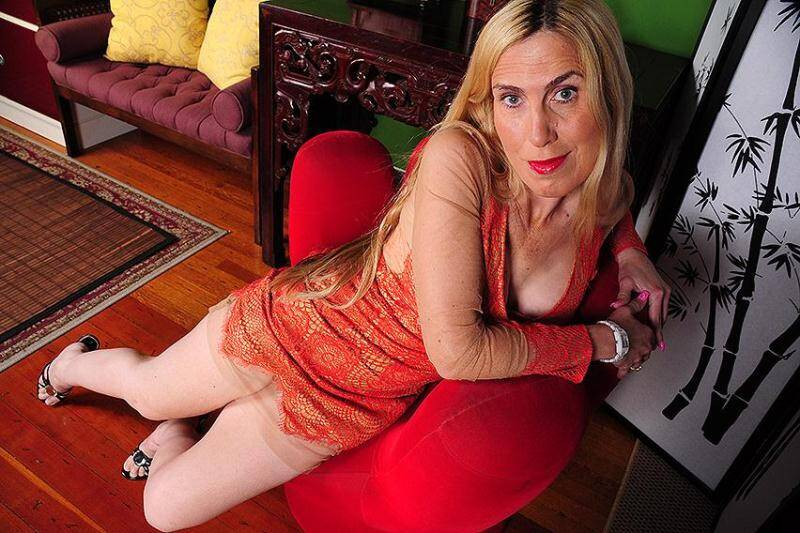 Jane C. (48) - American housewife fingering herself [SD] - Mature.nl, usa-mature