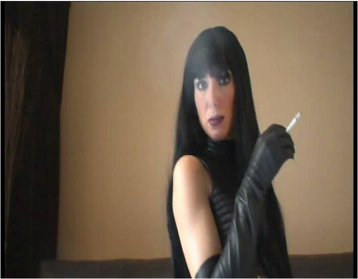 RedOptics: Amateur - Smoking leather babe  [SD 560 54.0 MB]