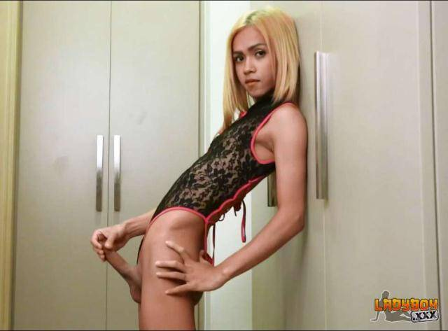 Ladyboy - Fern - Fern Jacks Her Big Cock [HD 720p]