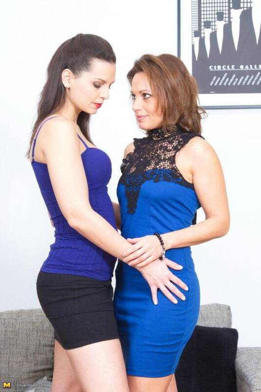 Mature.nl/Love-moms.com - Valerina (41), Eve Angel (31) - Hot moms fooling around with eachother (Brunette) [SD, 540p]