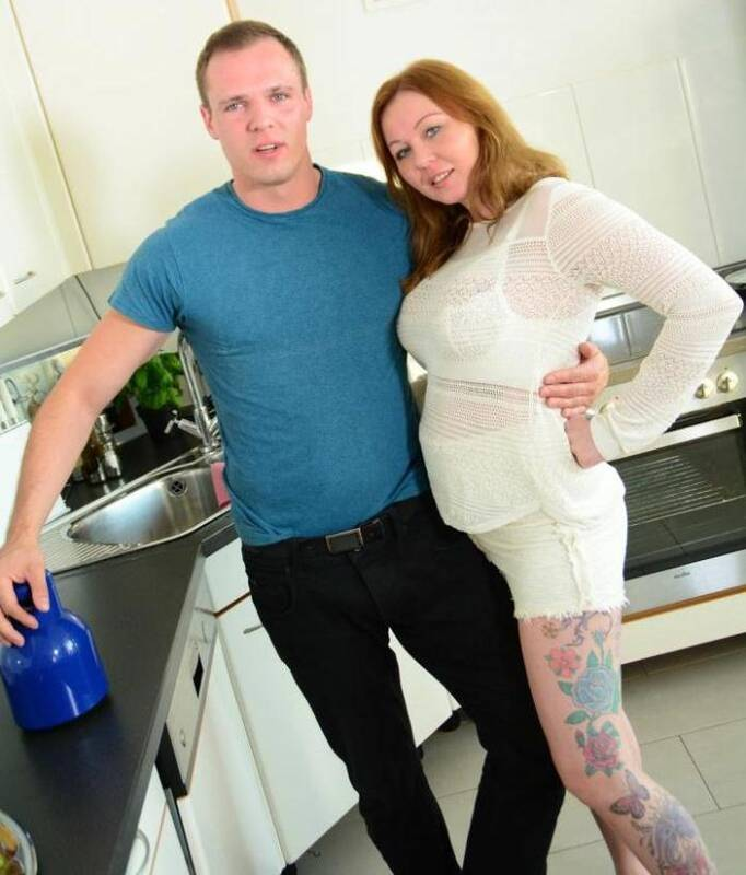 Reife and Swinger - Justyna C. - Sausage in Kitchen  [SD 480p]