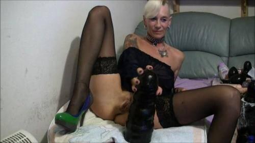 Gisela Masturbation [FullHD, 1080p] [BrutalDildos.com] - Fisting