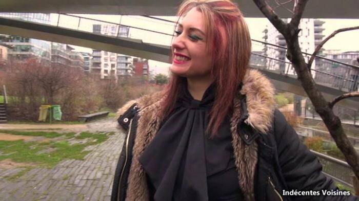 Angelique, 23 ans, bibliothecaire, s'offre pour la 1ere fois a plusieurs mecs ! 360p