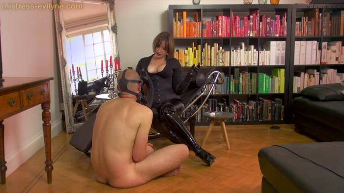 Mistress-evelyne.com - Gasmask Second Hand Smoking (Femdom) [HD, 720p]