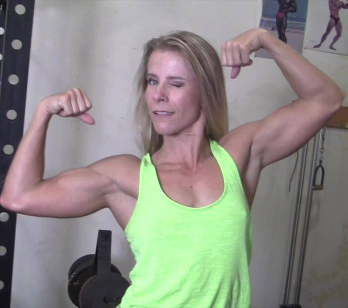 FemaleMusclePOV: Claire - Shes Nude  And Youre Seeing Her From the POV Of Her Muscle Worshiper  [HD 720]
