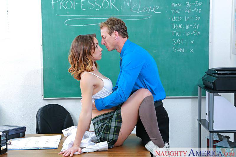 Naughty Bookworms - Aurora Belle - Sex with Teen Student (21005 / 06.04.16) [SD]