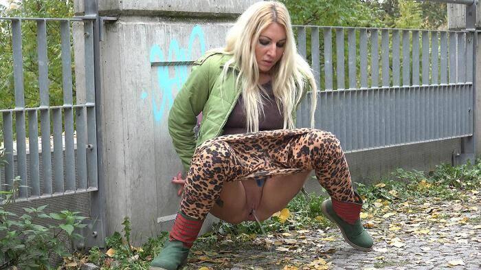 G2P - Leopard print leggings (Pissing) [FullHD, 1080p]