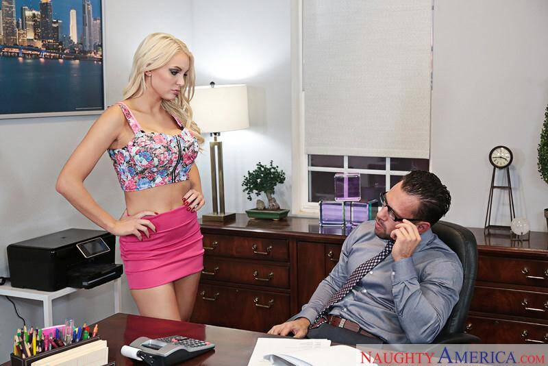 Kenzie Taylor - Hard sex [SD] (183 MB)