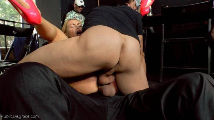 PublicDisgrace: Busty Blonde Isabella Clark Public Double Penetration - Part 1 (SD/540p/648 MB) 18.04.2016