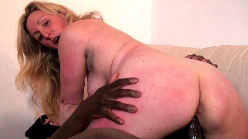 JacquieEtMichelTV/Indecentes-Voisines - Clara - Clara voulait essayer la sodomie avec un black bien monte! [2016 SD]