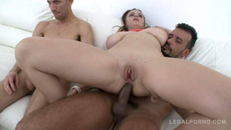 LegalPorno.com: Cute babe with big titts Suzy first anal & DP with 2 cocks SZ1300 [SD] (695 MB)