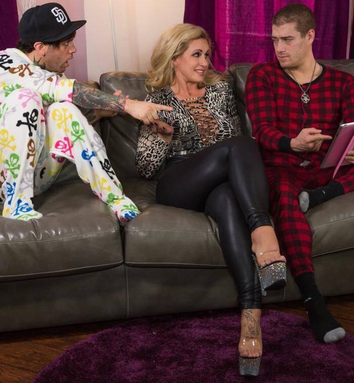 Burning - Xander Corvus, Ryan Conner - My Step Mom Is A Porn Star  [FullHD 1080p]