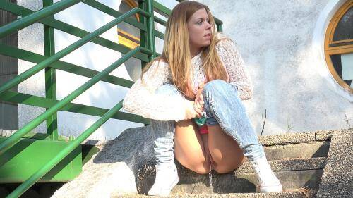 Amateur Piss [Desperate in Denim] FullHD, 1080p
