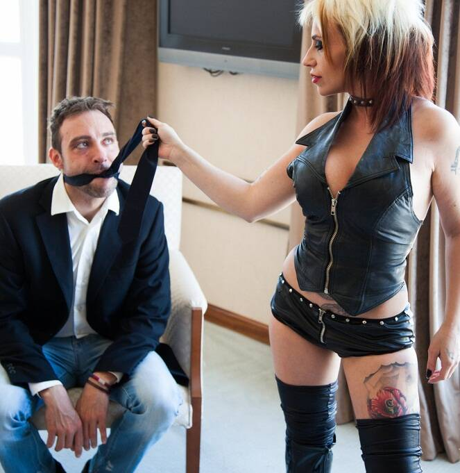 RedDevilX.com - Pablo Ferrari, Gina Snake - La mordedura de la serpiente  [FullHD 1080p]