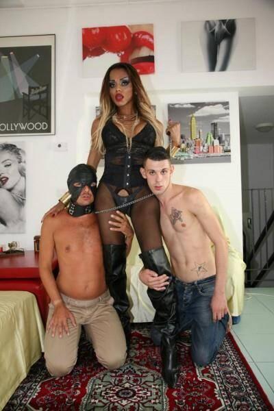 Veronika Havenna - Tranny playing with her slave men [HD, 720p]