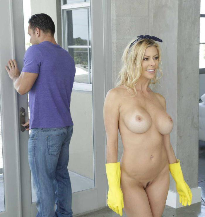 Brazzers: Alexis Fawx - The Naked Mom  [HD 720p]  (MILF)