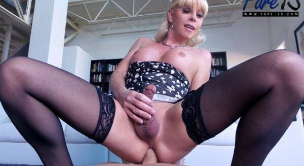 Mature blonde Joanna Jet wants your cock! (Shemale) [FullHD, 1080p]