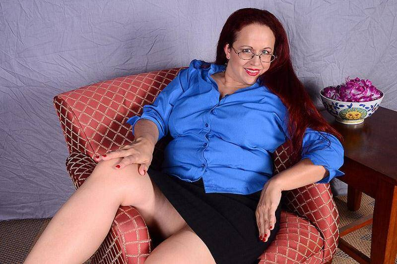 mature.nl - Laila M. (40) - American housewife fingering herself (13-04-2016) [SD]