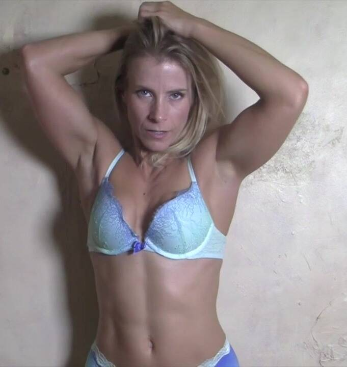 FemaleMusclePOV: Claire - She Wants You To See It All  Dont Miss It  [HD 720]