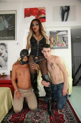 Veronika Havenna - Tranny playing with her slave men [HD, 720p] - Shemale