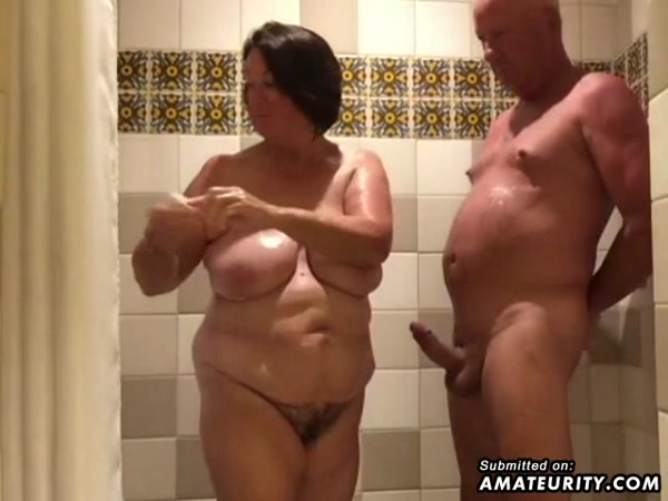 Amateur Porn - Chubby Housewife Sucks And Strokes In The Bathroom (Amateur) [SD, 480p]