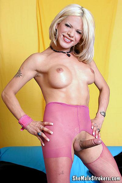 Brenda - Sexy Latin Trans Girl Wants To Make You Feel Good! (Shemale) [HD, 720p]