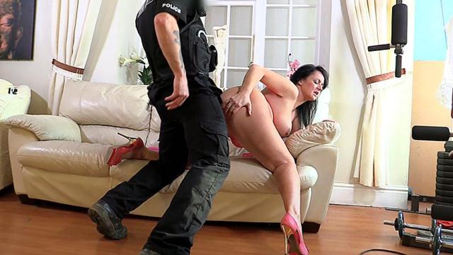 Cop Fucked Amateur Model in the Arse [SD, 368p]
