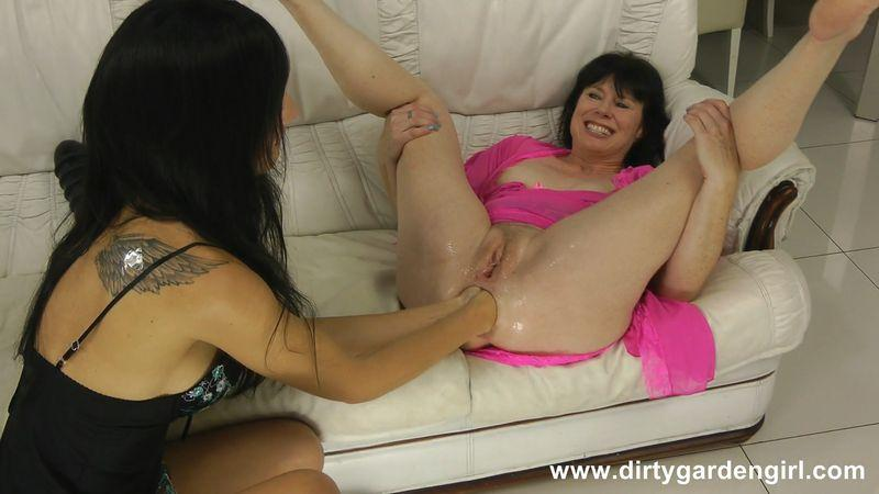 Dirty Garden Girl - Dirtygardengirl and Hotkinkyjo fisting fun - 13.04.2016 [HD]