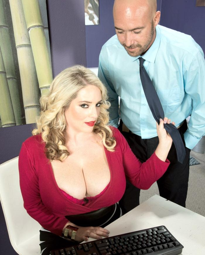 Porn Load - Maggie Green - Fucking Around On The Job  [HD 720p]