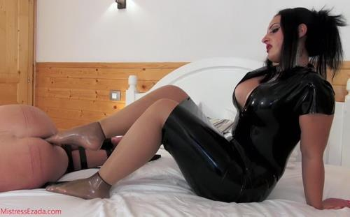Footjob gone awry - Mistress Ezada Sinn (SiteRip/Clips4sale/SD480p)