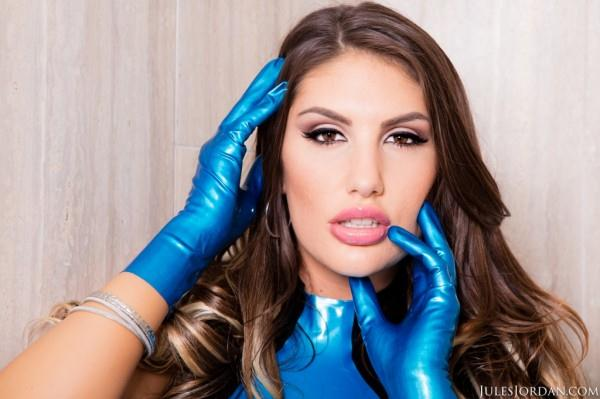 August Ames Has Perfect Aim And Gets A Massive Cock Prize [SD/558p/454 MB]