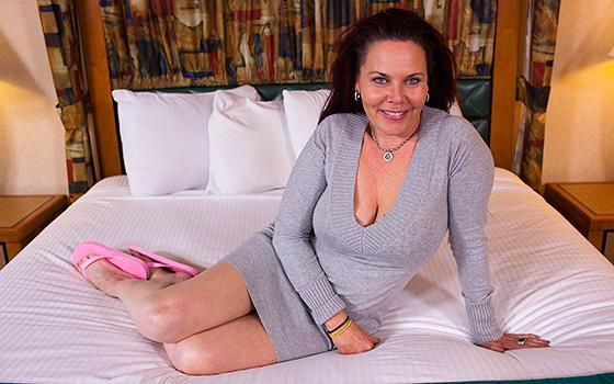 Tantra Cougar Does First Porn Session 360p