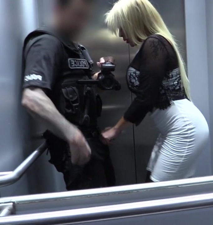 False Cop - Aaliyah Ca Pelle - Policeman Escorts MILF Home for Sex  [HD 720p]