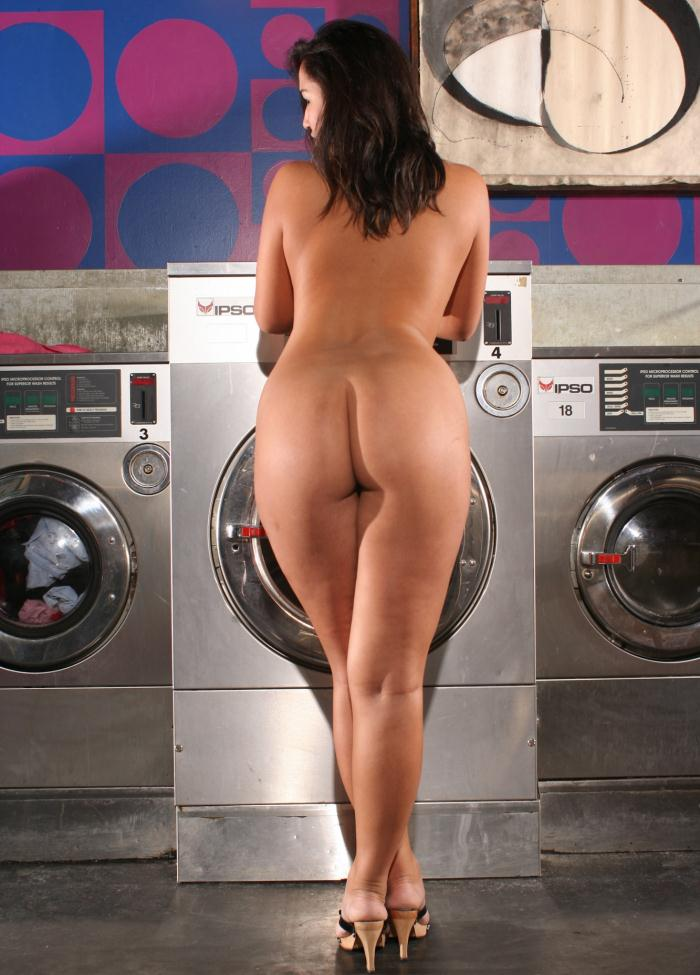 BangBros: Scarlett, Angelina - Ass in The Laundry Mat  [HD 720p]