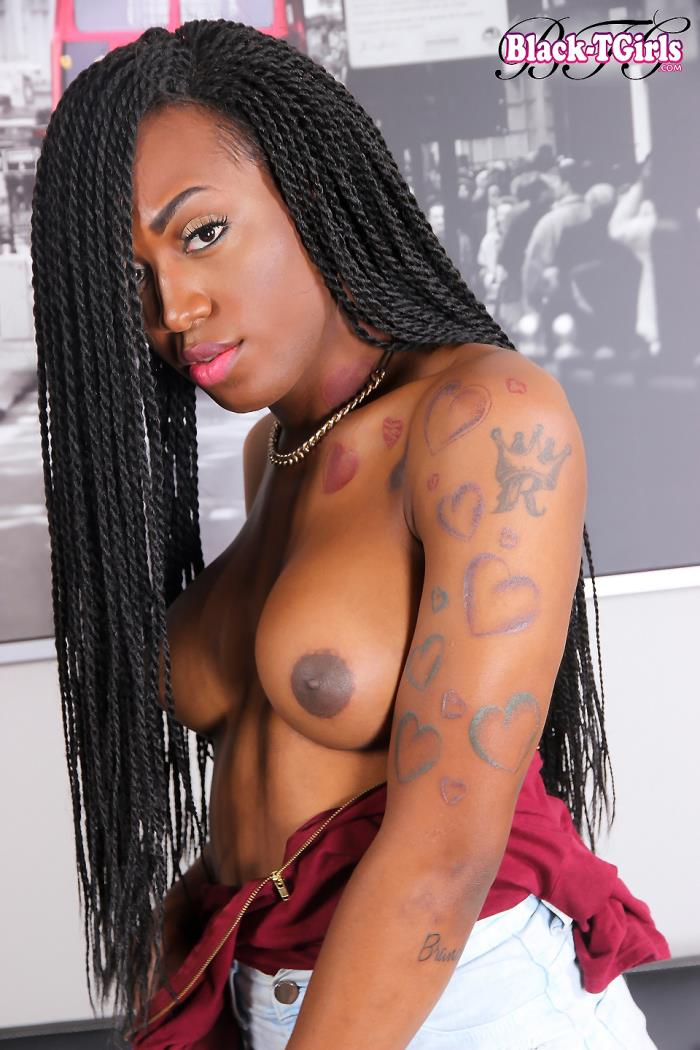 Black-TGirls: Tiara - Gorgeous Grooby Girl Tiara Strokes It [HD 720p]