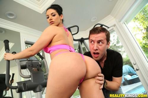 Bella Reese - Dick handler [SD 432p]