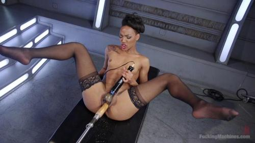 Porn All-Star Gets Her First Taste of Fucking Machines and Squirts Everywhere! [HD, 720p] [FuckingMachines.com] - Fisting