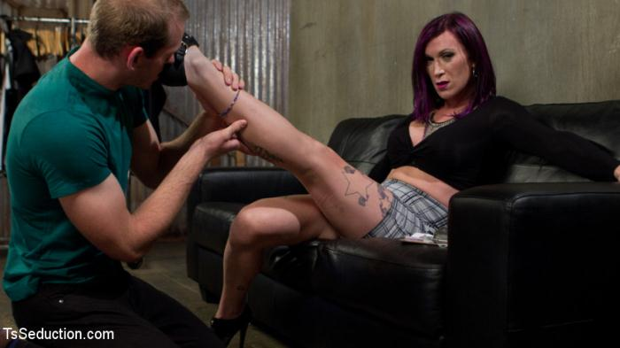 TSSeduction, Kink: Jonah Marx,�River Stark - TS Film directors works her actors with her GIANT HARD COCK!  [SD 540p]  (BDSM)