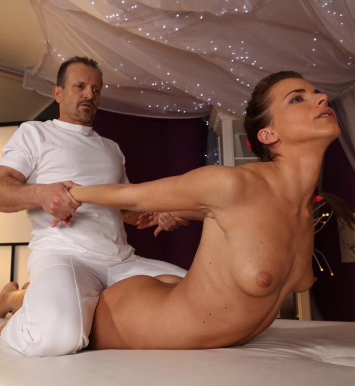 MassageRooms: Paola, George - Fitness beauty has intense orgasm  [FullHD 1080p]  (Massage)