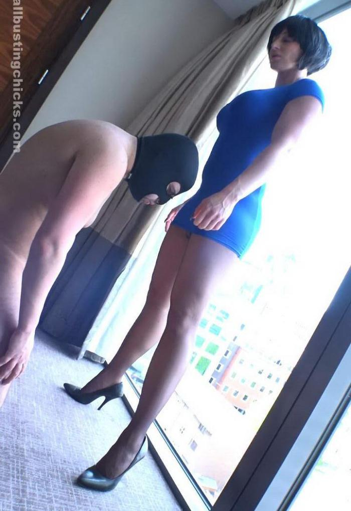 BallbustingChicks - Mistress [Ballbusted at Workout] (FullHD 1080p)