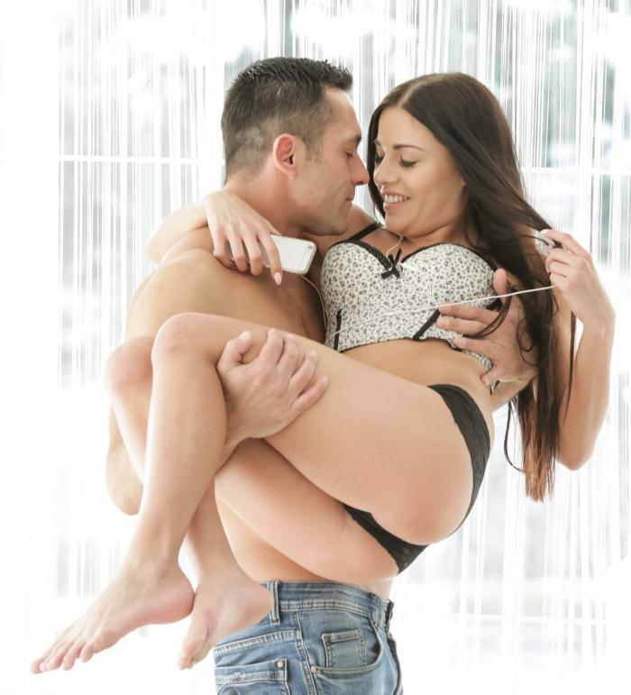 Natural Sex - Eveline Dellai - Tuning Into Carnal  [FullHD 1080p]