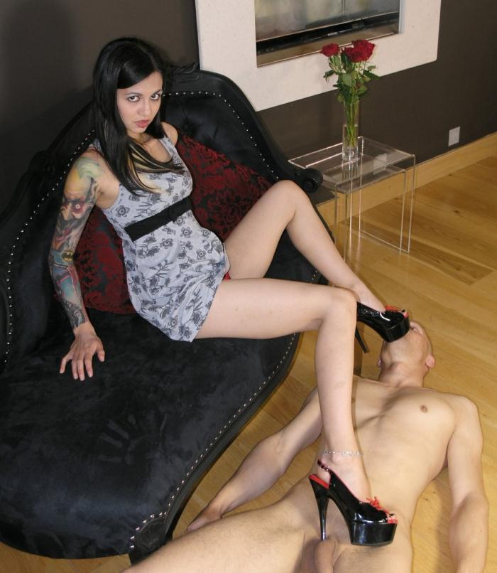 TheEnglishMansion: Ms Holly D - Foot and Pussy Worship  [HD 810p] (169 MiB)