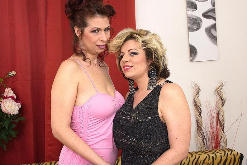 Flavia (36), Charlena (40) - Lesbians (27.05.2016) [Mature.nl / SD]