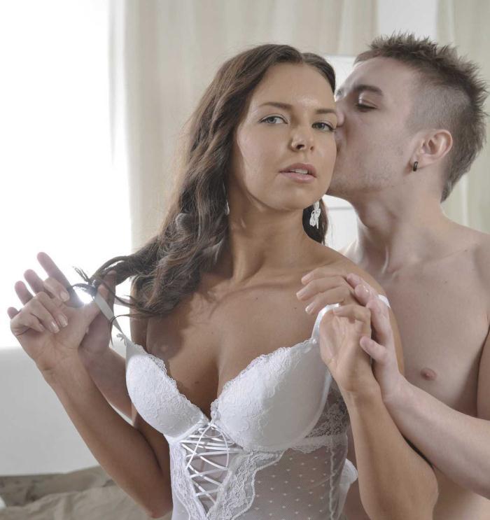 Babes: Gina Russel - Gina, Gina!  [HD 720p]