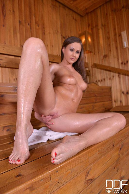 Tina Kay - Shiny Stunner - Brunette Having A Sexy Time In The Sauna (May 29, 2016) [DDFPr0d / SD]