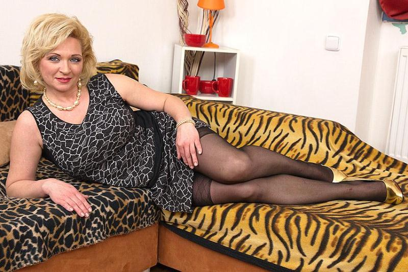 Mature.nl: Josefa (41) - Naughty housewife doing her toyboy [SD] (245 MB)